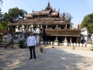 Een prachtig houten klooster in Mandalay