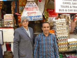 Vader en zoon runnen de Omelet Shop.
