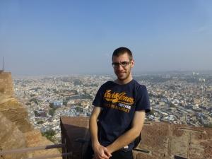 Met Jodhpur op de achtergrond.