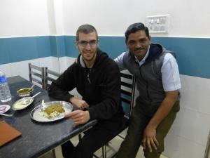 Deze Indier wilde graag op de foto in Ajmer.