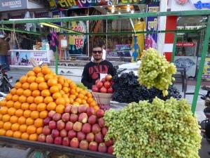 Gopal en zijn fruitkraam.