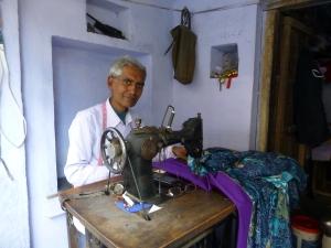 Een kleermaker in Chittorgarh.