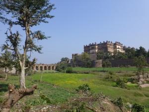 Het fort met toegangsbrug.