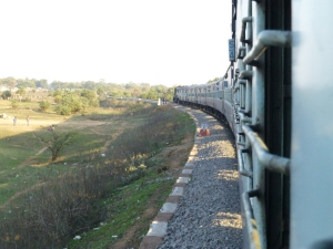 De trein van Jhansi naar Khajuraho vertrok twee uur later.