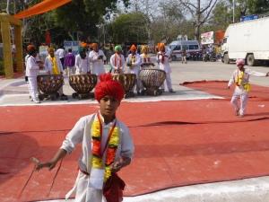 In Agra is een festival gaande, met muziek, kooplui en eetkraampjes uit alle windstreken.