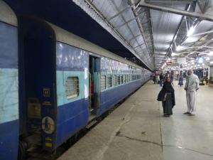 Trein staat klaar in Agra.